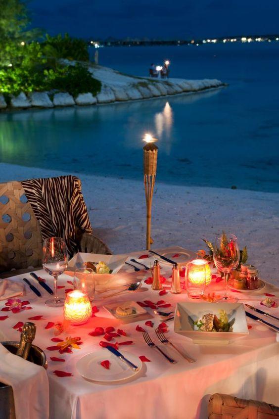 romantic beach dinner date - Bullet Blues' blog - Cute Valentine's Dresses