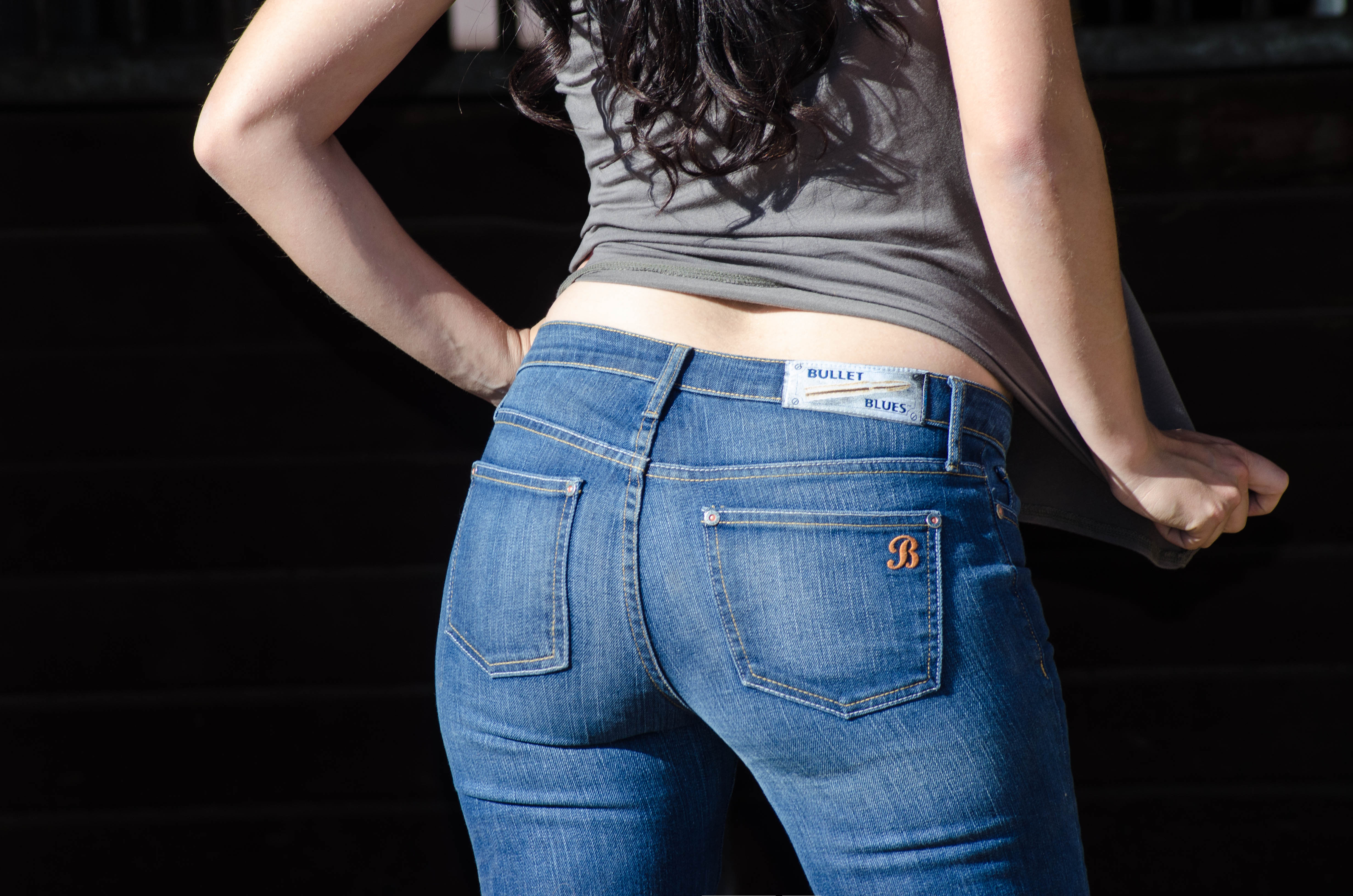 You pay only for the jeans - free shipping of custom jeans anywhere in the world. Made to measure jeans in USA, UK, Europe, Australia, Germany, France, Netherlands, Saudi Arabia, Dubai and all over the world free of shipping.