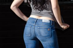 Best jeans for curvy women: Steps to success