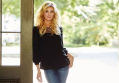 Style tips for women over 50: Faith Hill knows how to rock it